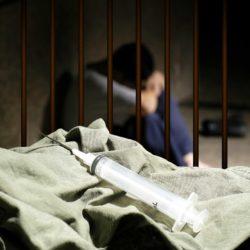 Позаботиться о наркоманах в СИЗО просят ФСИН правозащитники и врачи